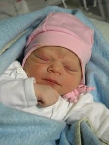 Az újszülött Zsuzsi baba
