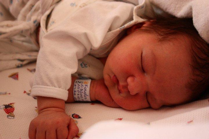 Az újszülött baba idejének nagy részét alvással tölti