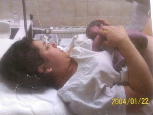 Erika es Sára a szülés után