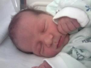 Jázmin baba végül császármetszéssel született