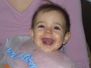 Kicsi Mira aranyos-vidám lány :)