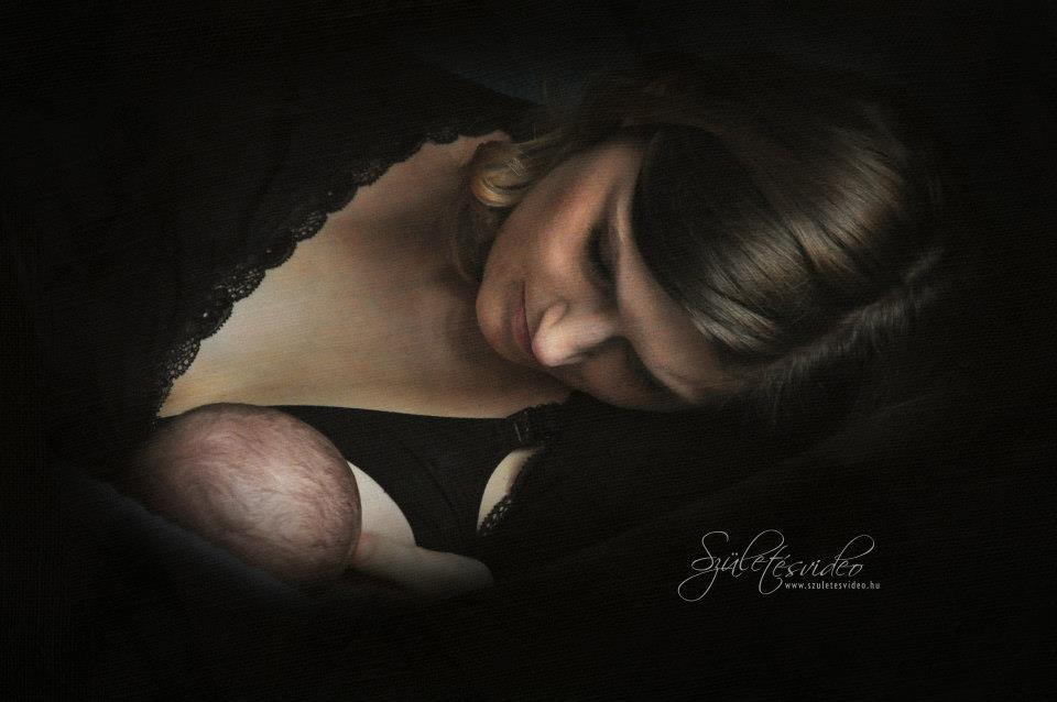 Szoptass - kisbabádnak és neked is számtalan előnyöd származik a szoptatásból