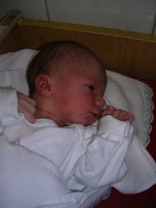 Dani baba császármetszéssel született