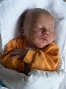 Zita baba császármetszést követően természetesen született